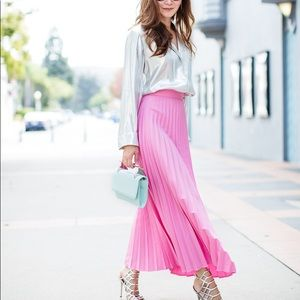 H&M trend collection blogger favs pleated skirt